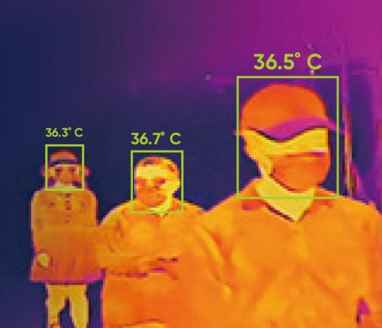 Wärmekamera erfasst Temeratur von drei Personen